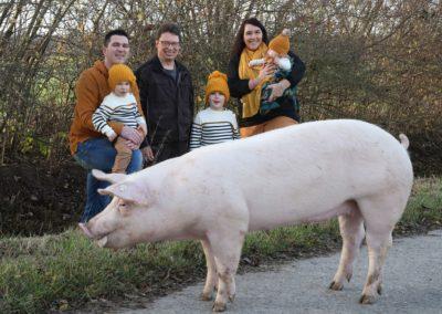 Familie mit Schwein